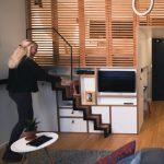 Cầu thang gấp gọn giúp kết hợp không gian ở và làm việc