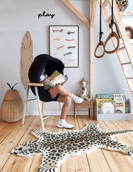 Sản phẩm được làm bằng vật liệu công nghệ cao như gỗ tro rắn, vải lưới 3d và nhôm