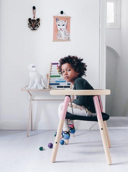 Chiếc ghế làm cho trẻ em thích thú khi chuyển động theo ý muốn của trẻ và giống như một thảm nhún vậy