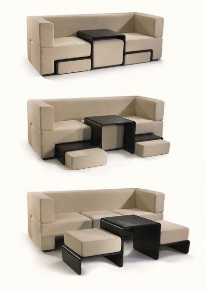 Lợi dụng khoảng trống dưới gầm ghế sofa là bạn có thể thêm được hẳn một chiếc bàn và ghế đấy