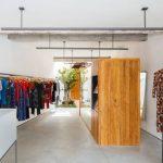 Shop quần áo với mặt bằng hình tam giác tại Brazil