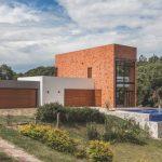 Hòa cùng thiên nhiên cây cối, biệt thự với bể bơi riêng đẹp hoành tráng tại Brazil