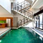 Ngôi nhà với điểm nhấn hồ bơi trong nhà ấn tượng