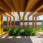 Tận dụng tốt ánh sáng tự nhiên giúp ngôi nhà có nét kiến trúc riêng độc đáo